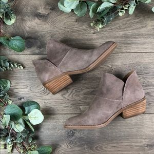 Lucky Brand Fahmida Taupe Suede Booties (7.5)